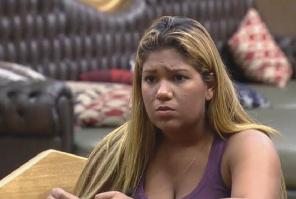 5.set.2013 - Mulher Filé reclama de Marcão para Andressa