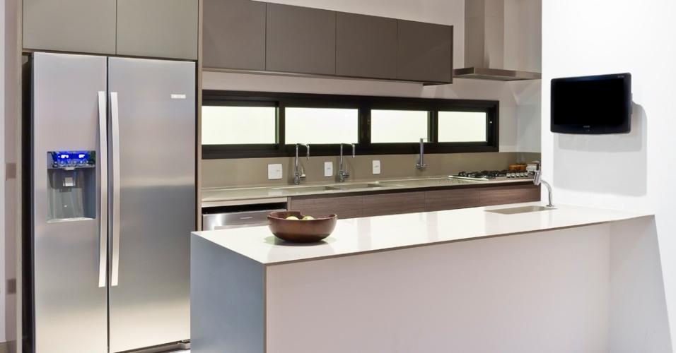 Sergio Scripilliti Divulgação # Cozinha Planejada Cinza E Branco
