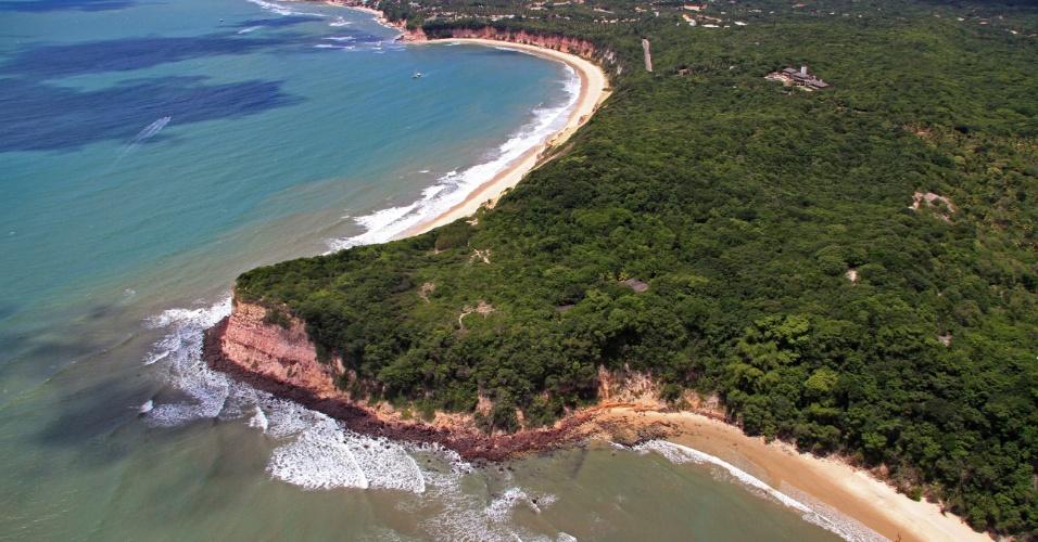 Perto de Natal, a badalada Praia da Pipa tem golfinhos e tartarugas