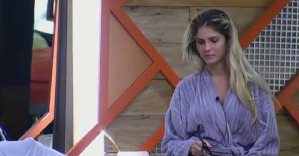 07.set.2013 - Bárbara Evans diz a Gominho que não acha Denise falsa