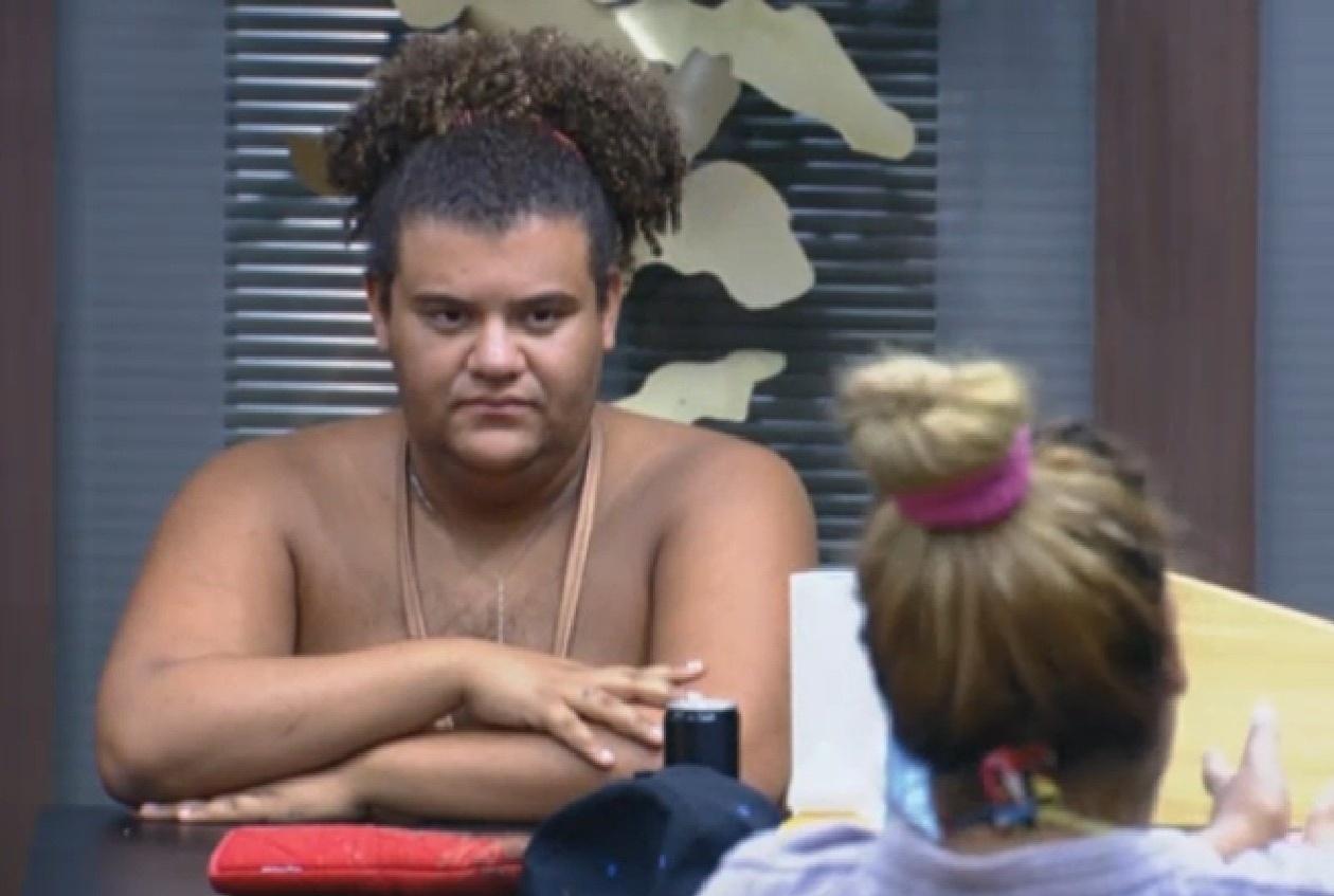 07.set.2013 - Gominho se envolve em discussão na cozinha para defender Denise