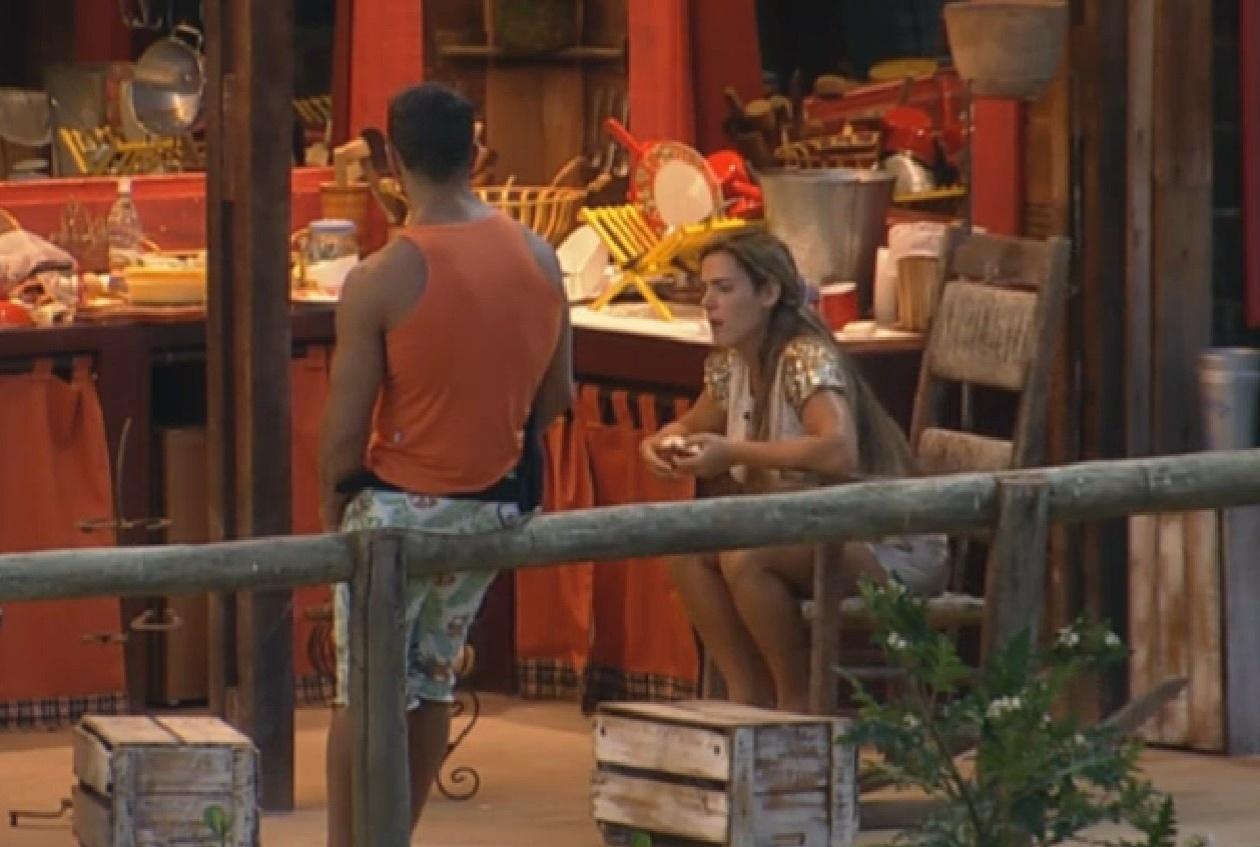 07.set.2013 - Marcos Oliver conversa com Denise Rocha sobre alimentação