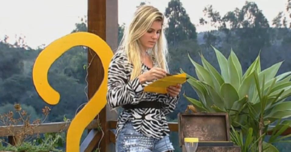 08.set.2013 - Bárbara lê pergunta de charada