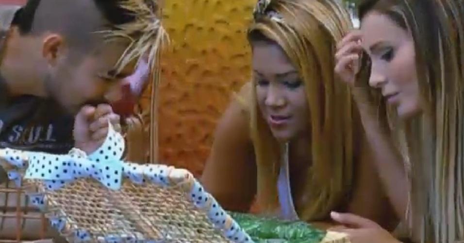 08.set.2013 - Mulher Filé vence disputa de charadas e ganha degustação de brigadeiros