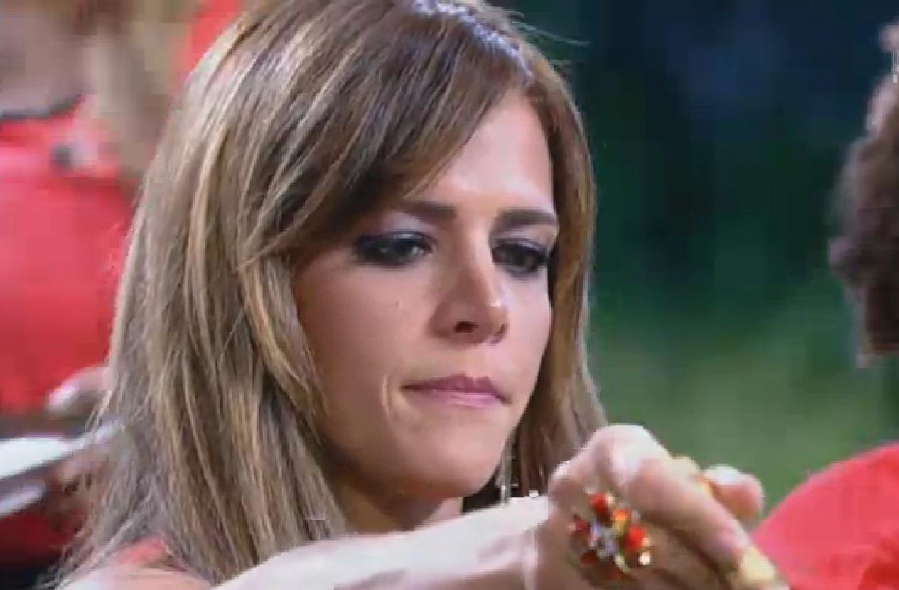 09.set.2013 - Denise Rocha faz escova e solta franja