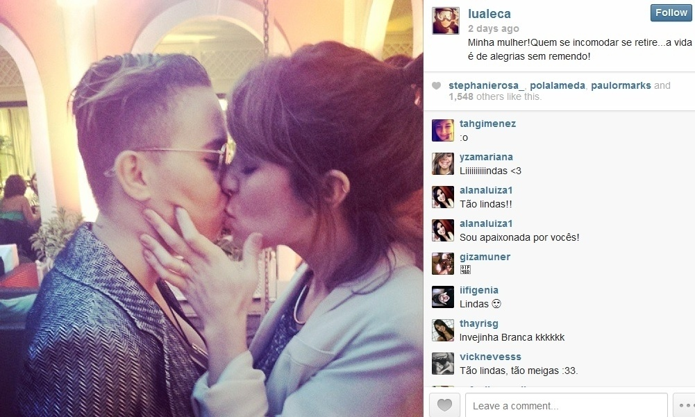 7.set.2013 - A produtora Lua Lessa se declarou para a namorada, a cantora Maria Gadú, em foto divulgada pela internet.