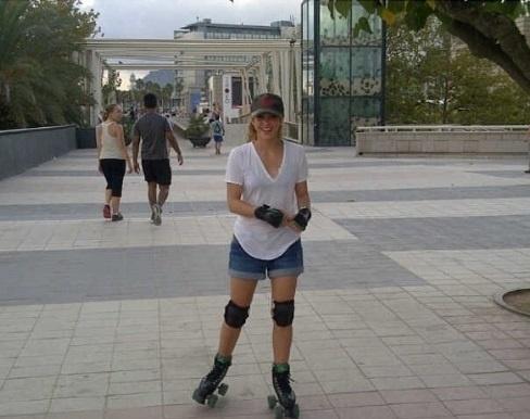 10.set.2013- Shakira publicou em seu Instagram uma foto em que aparece andando de patins
