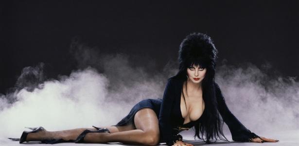 """Cena de """"Elvira - A Rainha da Trevas"""""""