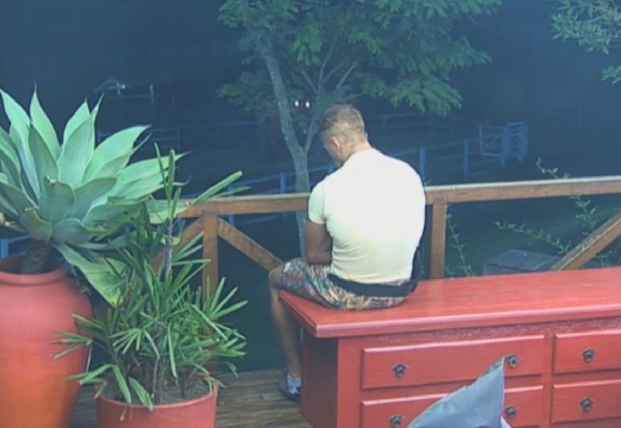 11.set.2013 - Isolado, Marcão fala sozinho sobre os animais e falta de amigos no jogo