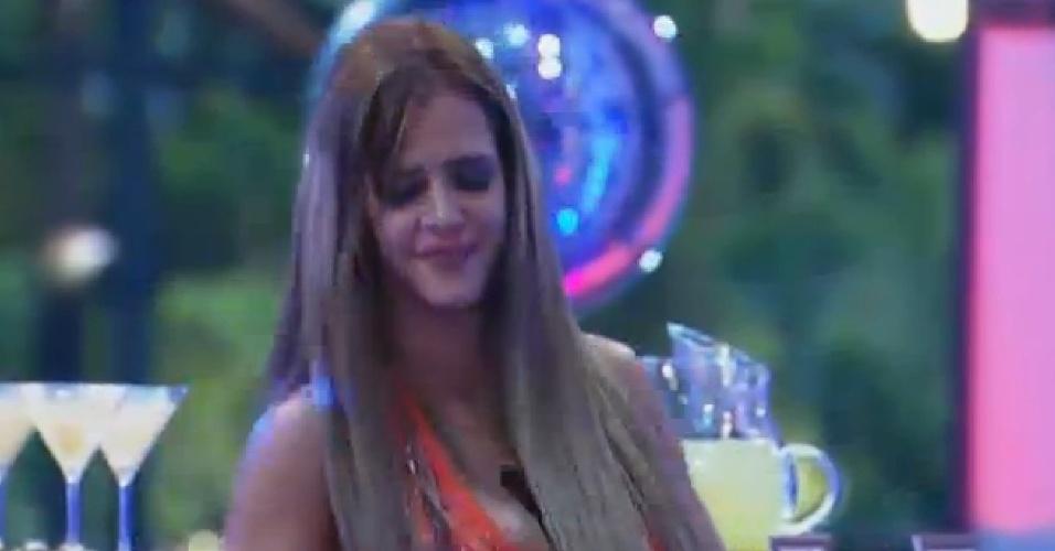 11.set.2013 - Denise Rocha dançando sozinha
