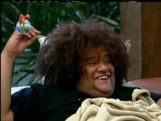 11.set.2013 - Gominho conversando na varanda