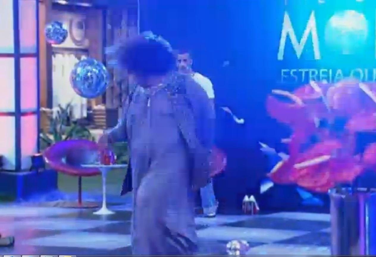 11.set.2013 - Gominho dançando na festa