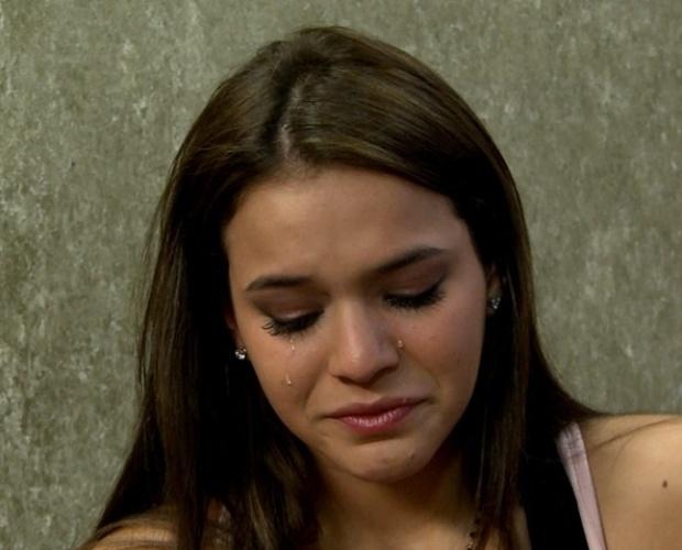 12.set.2013 - Bruna Marquezine se emociona e chora ao falar de fãs