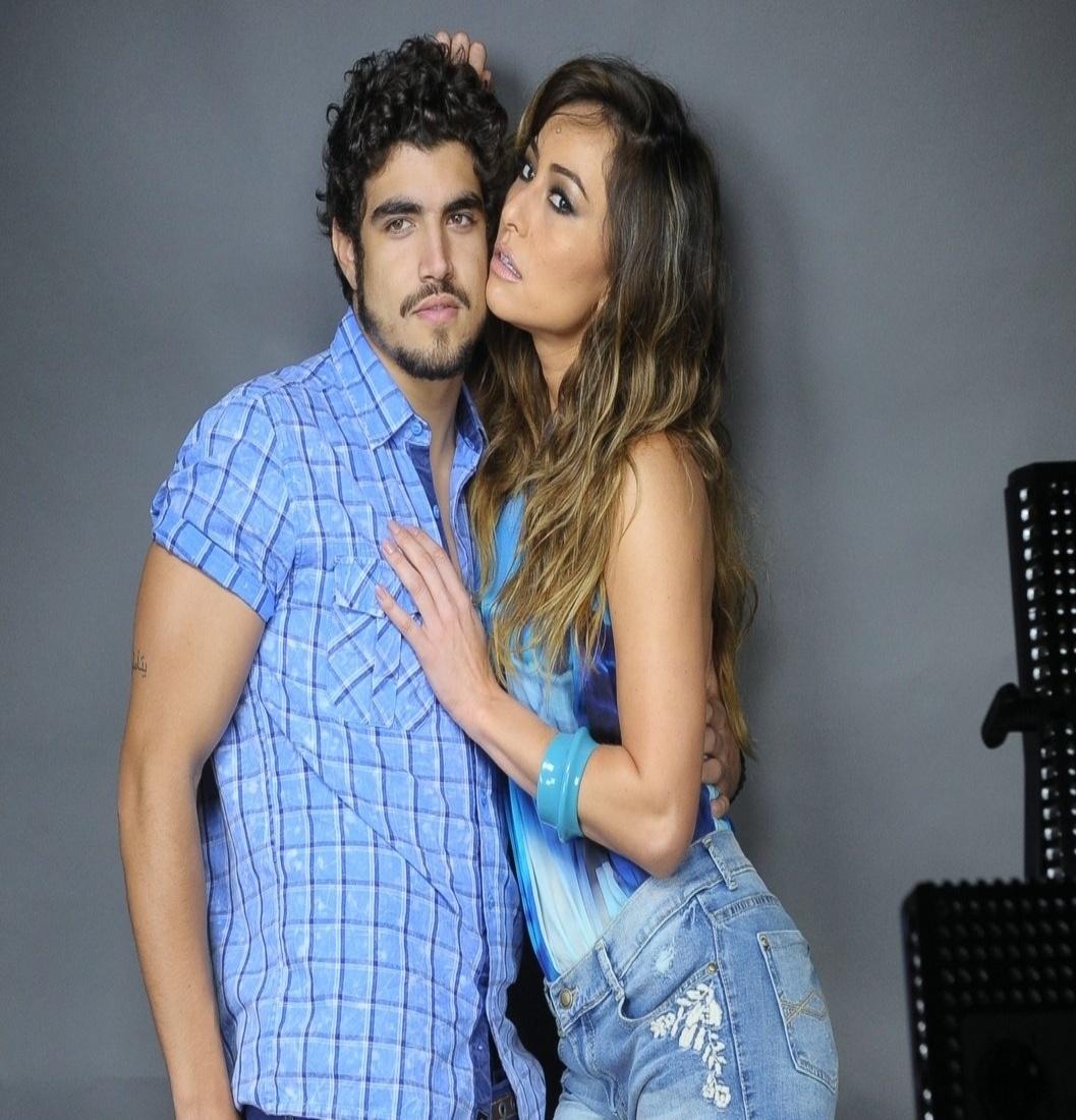 12.set.2013 - Caio Castro e Sabrina Sato posam para campanha publicitária de uma marca de jeans em São Paulo