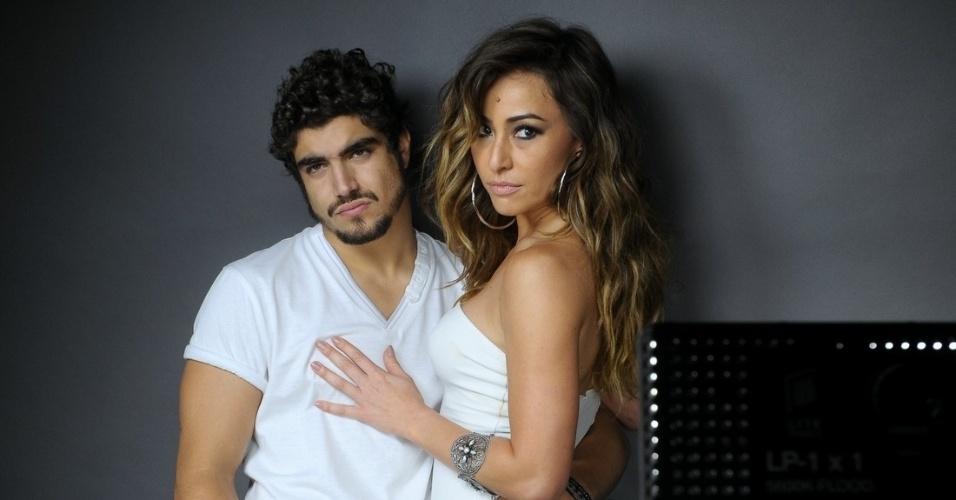 12.set.2013 - Caio Castro e Sabrina Sato posam para campanha publicitária de uma marca de jeans, em São Paulo