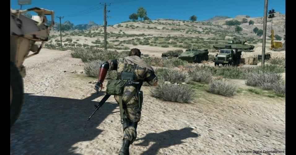 """""""Metal Gear Solid V: The Phantom Pain"""" se passa em 1984, com Big Boss acordando de um coma após 9 anos"""