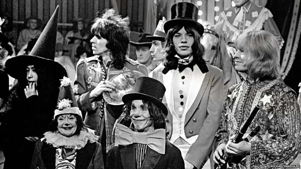 Os Rolling Stones costumavam ir para o Café Cantata, que ficava em Eton High Street, durante sua temporada de shows no Ricky Tick Club, e Brian Jones (ex-guitarrista da banda) tinha uma namorada em Windsor. Randolph diz se lembrar de festas nas margens do rio Tâmisa com Jones e Rod Evans, o primeiro vocalista do Deep Purple. Acima, Yoko Ono, Keith Richards, Mick Jagger e Brian Jones