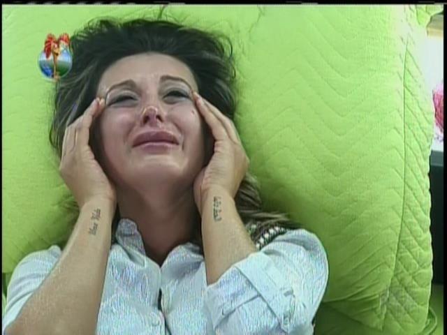 12.set.2013 - Depois de brigar com Denise e Bárbara, Andressa tem crise de choro