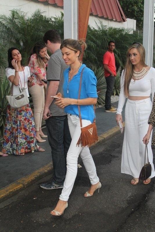 13.set.2013 - Grazi Massafera se reúne com o elenco de