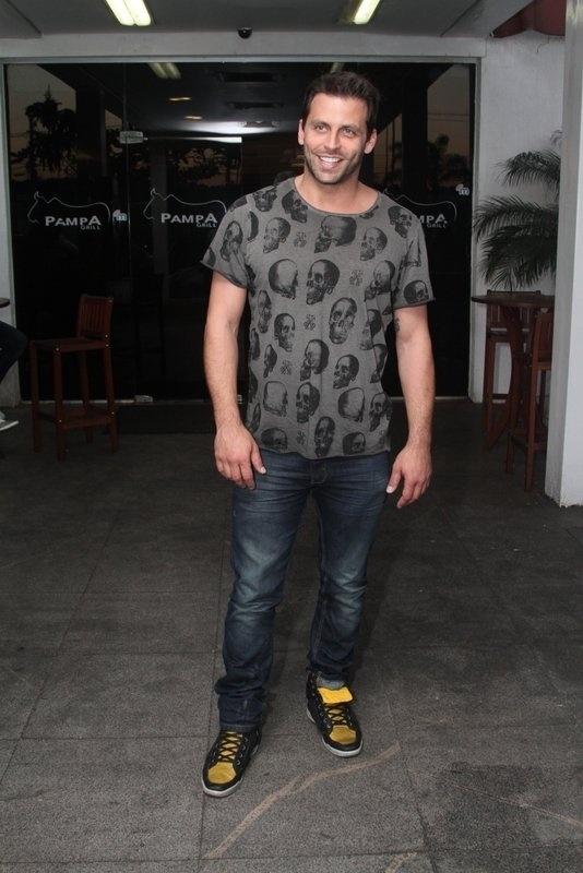 13.set.2013 - Henri Castelli se reúne com o elenco de
