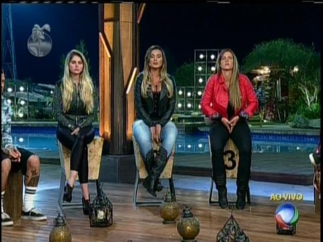 14.set.2013 - Bárbara Evans, Andressa Urach e Denise Rocha estão na roça