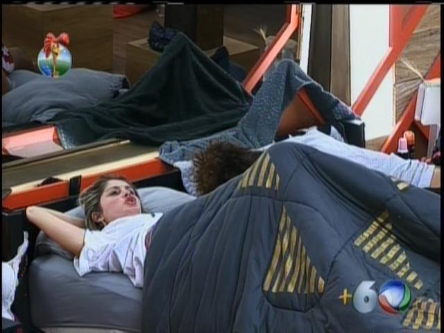 14.set.2013 - Em conversa com Gominho , depois de revelações de Andressa, Bárbara se mostra preocupada