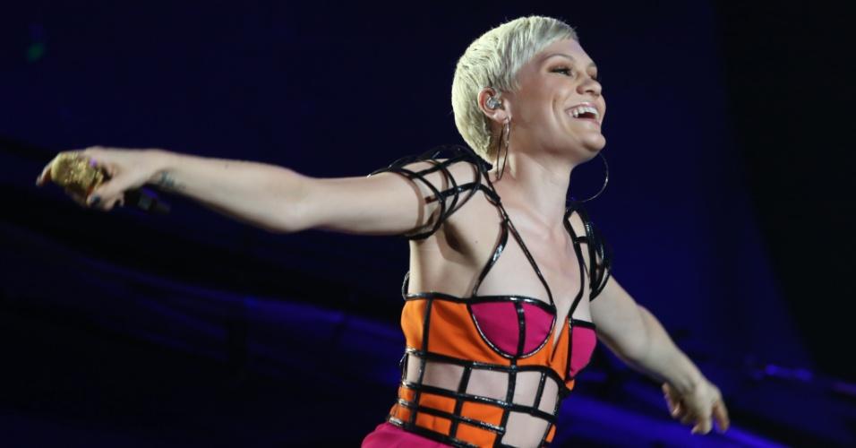 15.set.2013 - Ovacionada pelos seus fãs, a britânica Jessie J fez sua estreia no Brasil, na terceira noite do Rock In Rio 2013