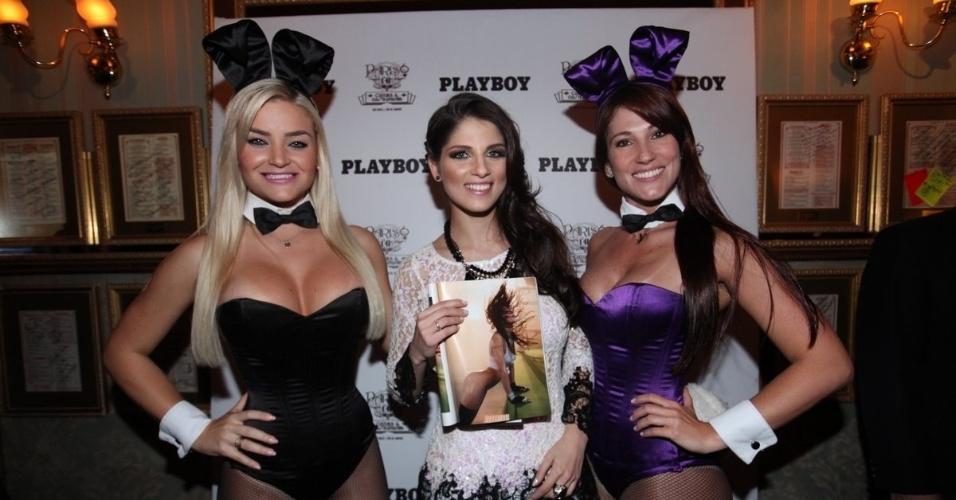 16.set.2013 - A ring girl do UFC Aline Franzoi lança edição da revista Playboy, em que é capa, no restaurante Paris 6, em São Paulo