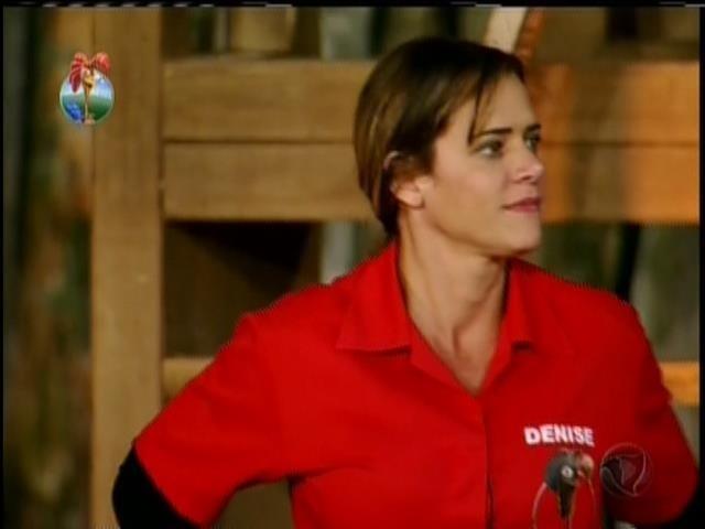 16.set.2013 - Após voltar da roça, Denise Rocha vira fazendeira