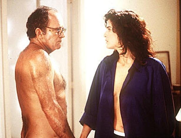 """1997 - Os atores Cláudio Marzo e Lucia Veríssimo em cena do filme """"O Homem Nu"""""""