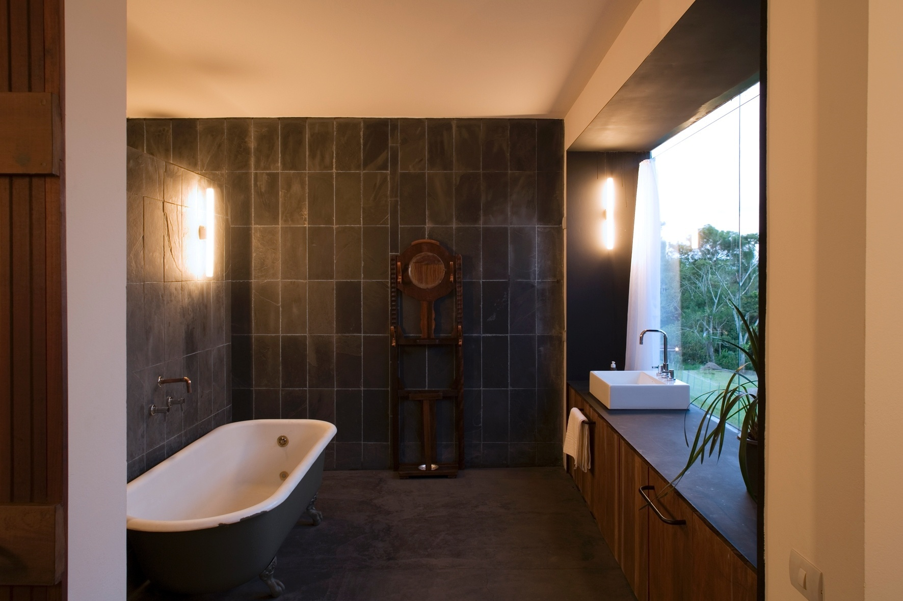 Banheiros: sugestões para decoração tendo muito ou pouco espaço #A56326 1772 1181