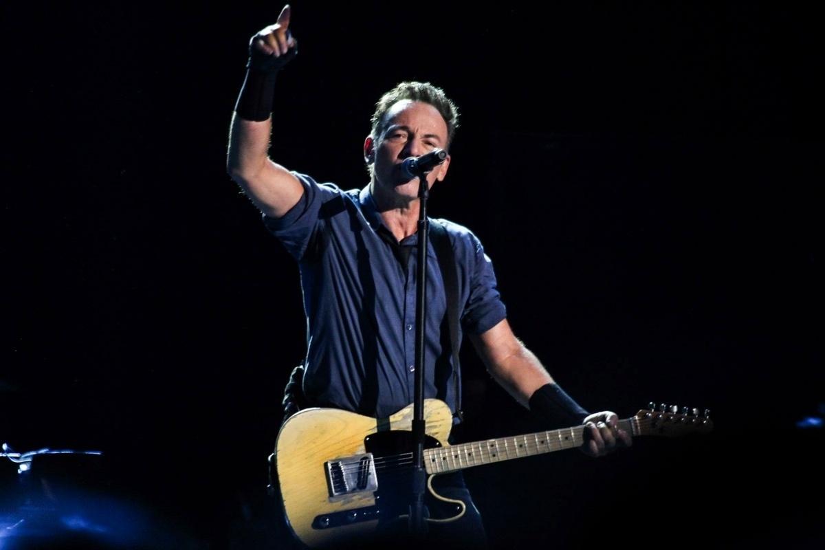 18.set.2013 - Cantor americano Bruce Springsteen faz show no Espaço das Américas, em São Paulo; ele se apresenta no Rock in Rio no próximo sábado (21)