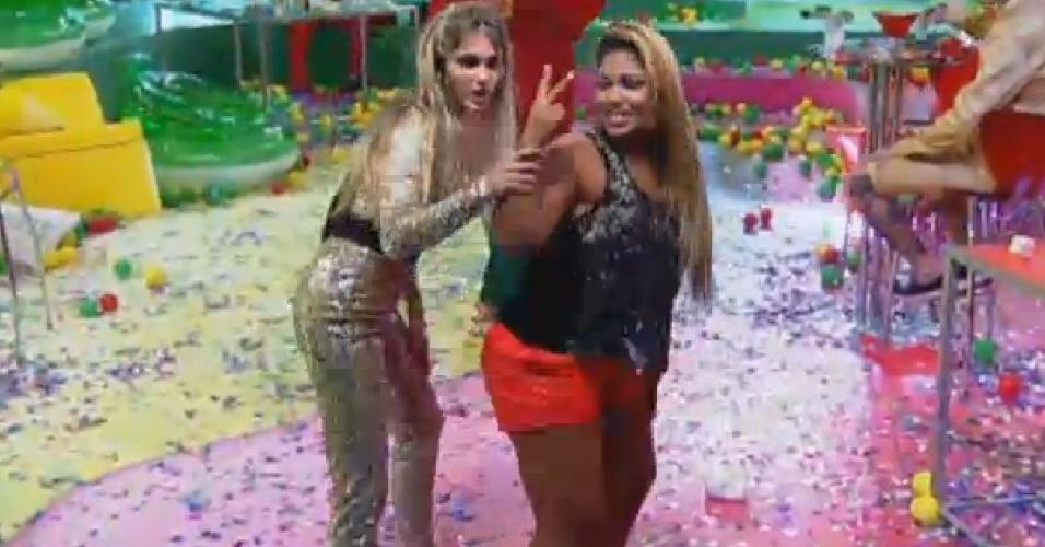 18.set.2013 - Mulher Filé ensinou alguns passos de dança para Bárbara Evans