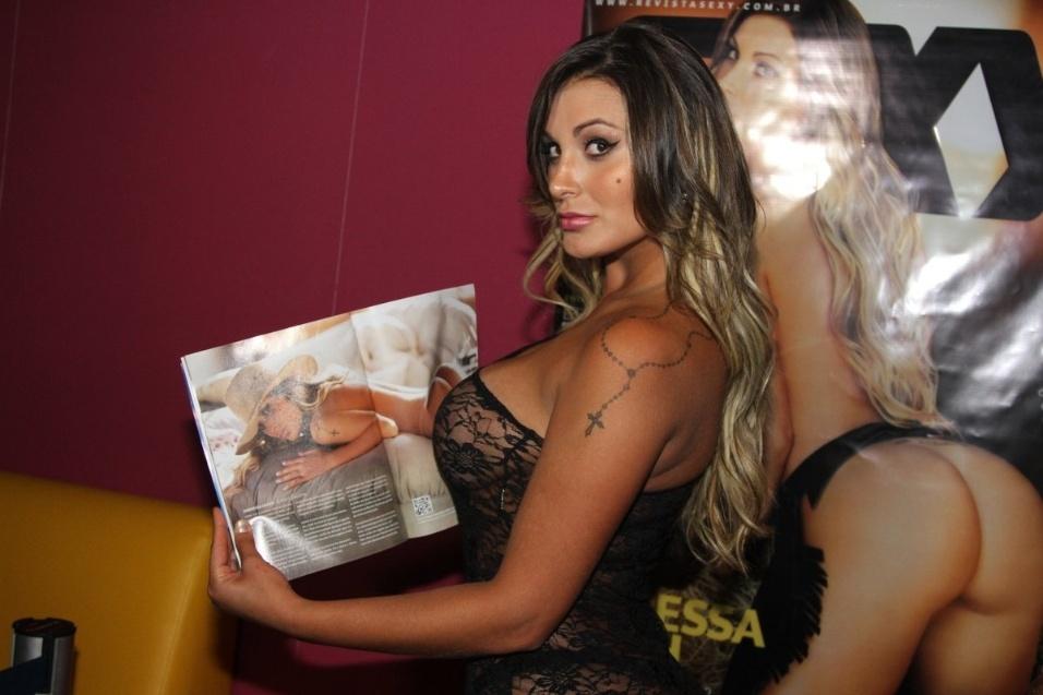 """18.set.2013 -  Recém saída de """"A Fazenda"""", a modelo Andressa Urach usa vestido transparente no lançamento da revista Sexy, na qual posou nua, ocorrido em casa noturna de São Paulo"""