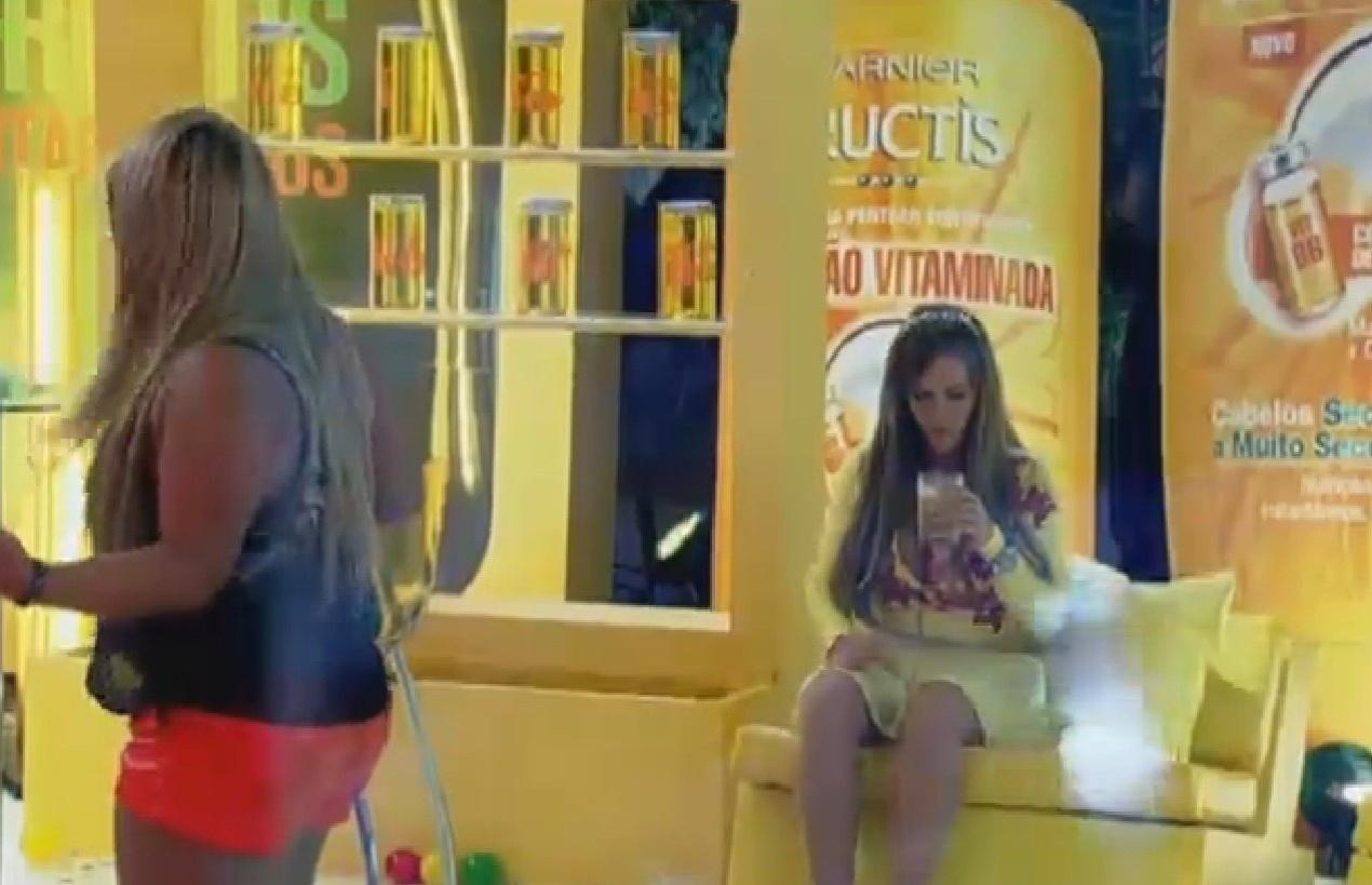 18.set.2013 - Solitária, Denise curte Festa dos Vitaminados