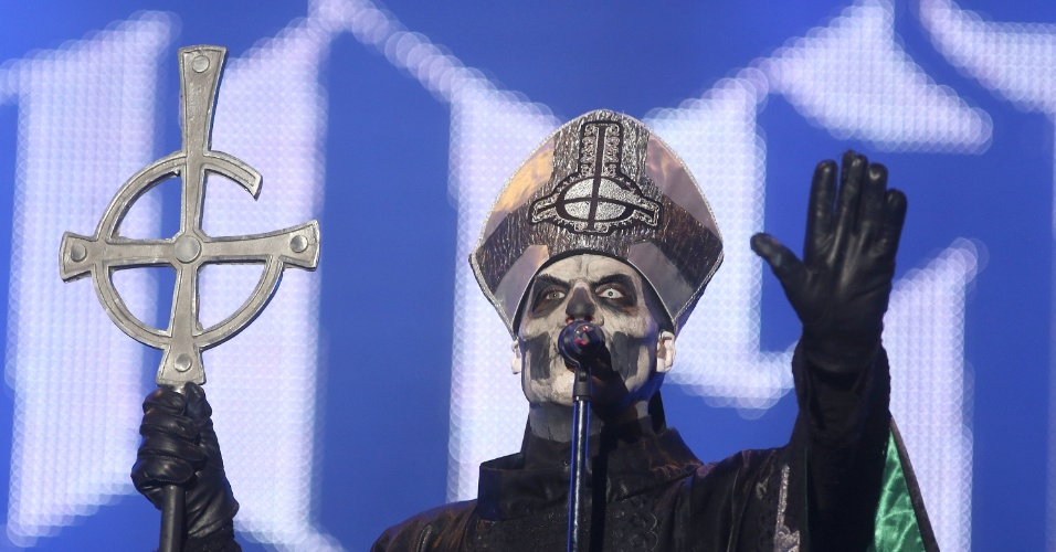 19.set.2013 - Banda sueca Ghost B.C. se apresenta no Palco Mundo do Rock in Rio; vocalista interpreta o personagem Papa Emeritus II