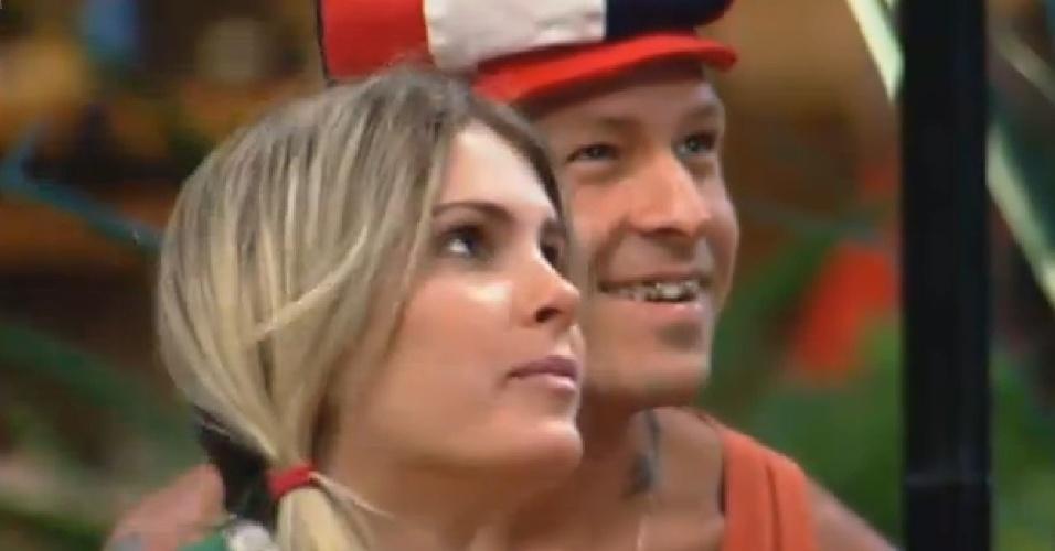 19.set.2013 - Bárbara e Mateus voltam a ser crianças