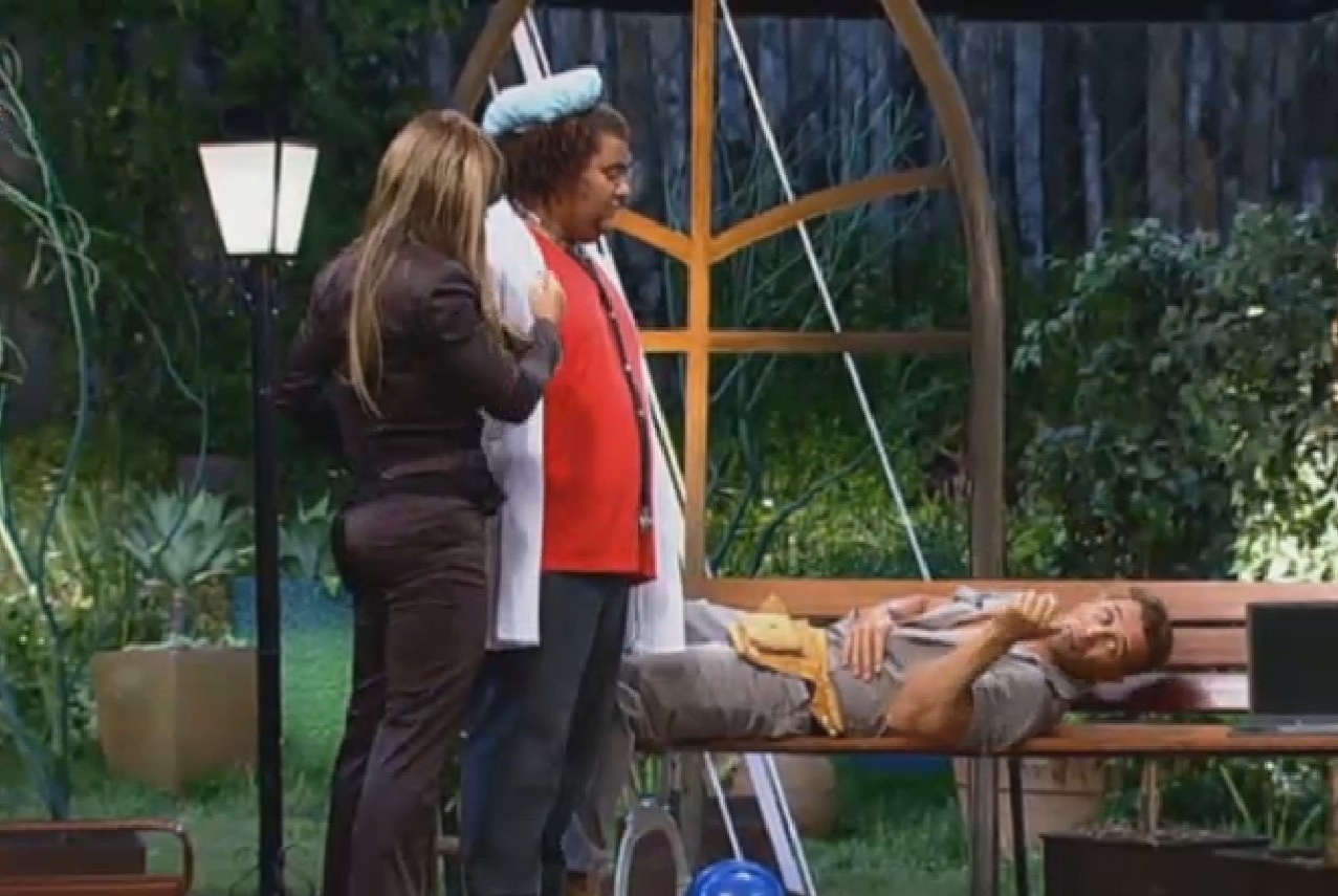 19.set.2013 - Denise, Gominho e Marcos Oliver atuam em peça