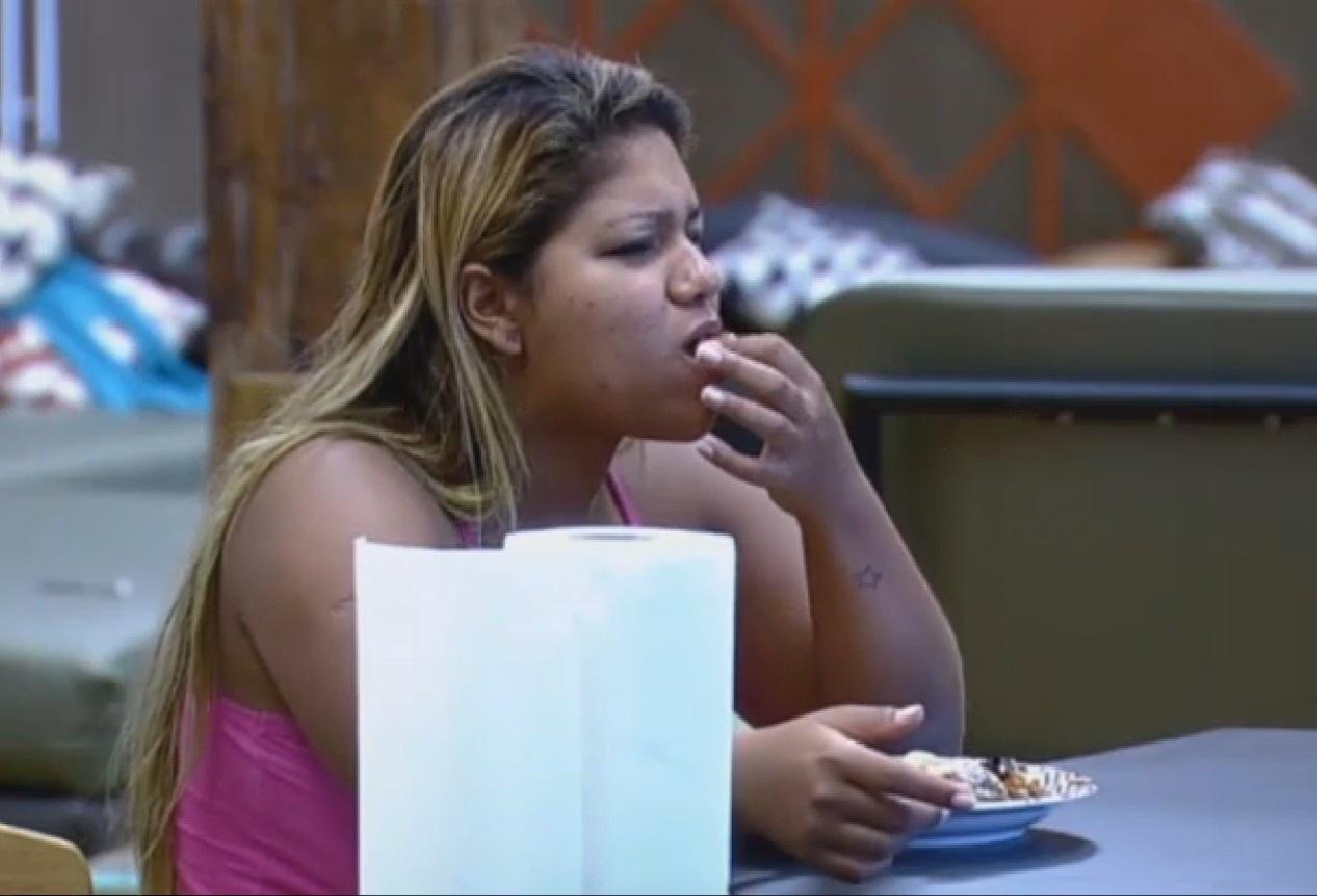 19.set.2013 - Mulher Filé almoçando