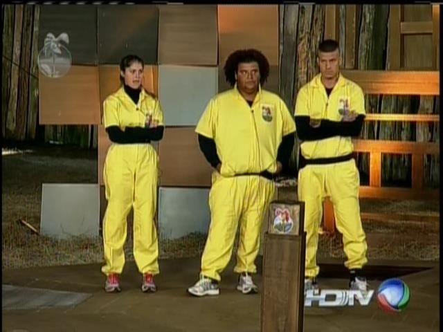 19.set.2013 - Mateus, Bárbara e Gominho disputaram prova para escapar da roça