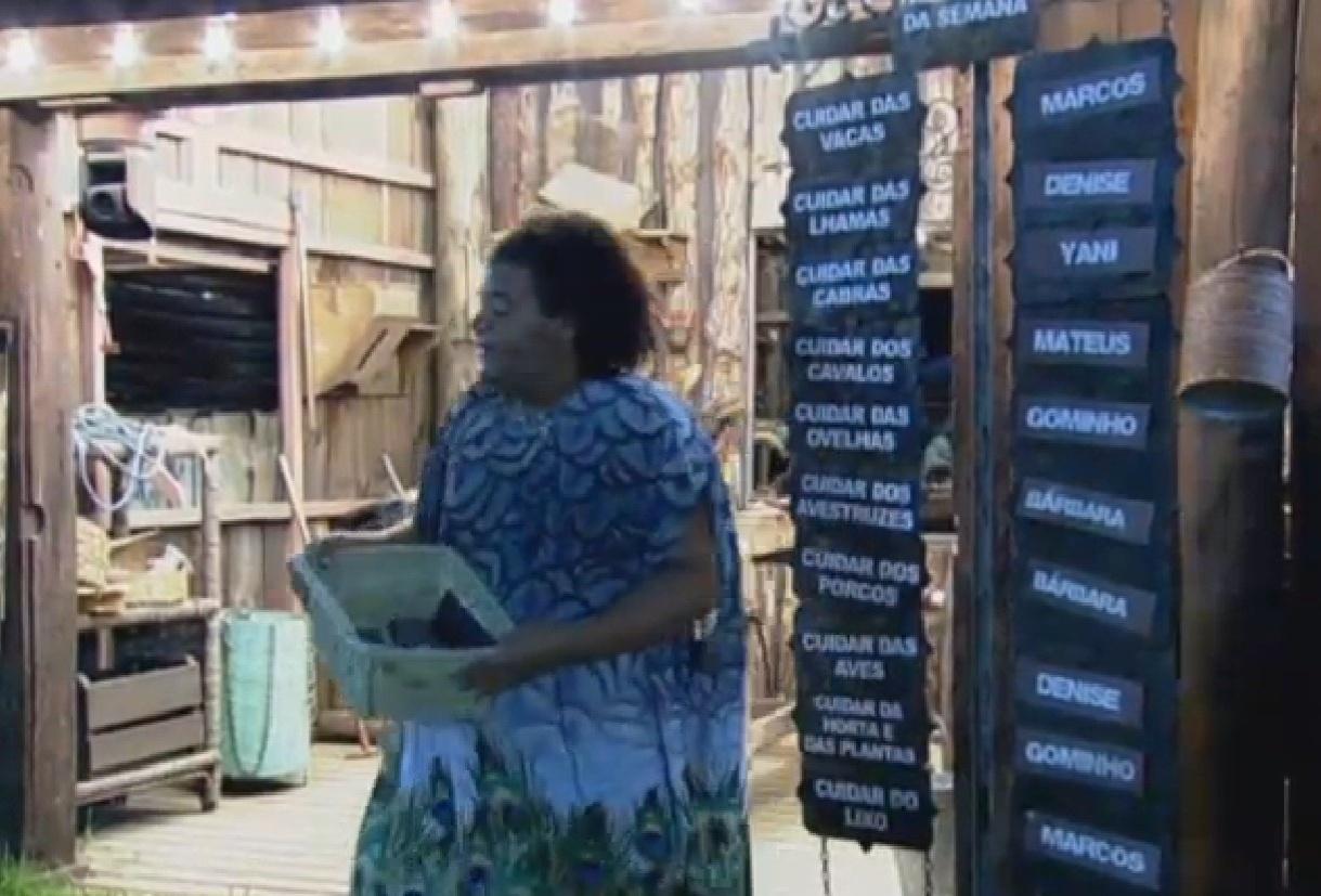 19.set.2013 - Sem fazendeiro da semana, Gominho ajudou na divisão das tarefas