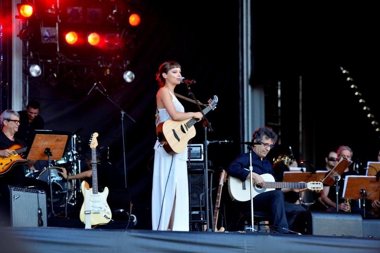 20.set.2013 - Mallu Magalhães se apresenta no Palco Sunset do Rock in Rio com a Banda Ouro Negro