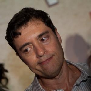 http://imguol.com/c/entretenimento/2013/09/20/5abr2011---o-autor-de-novelas-tiago-santiago-na-festa-de-lancamento-da-novela-amor--revolucao-1379707832864_300x300.jpg