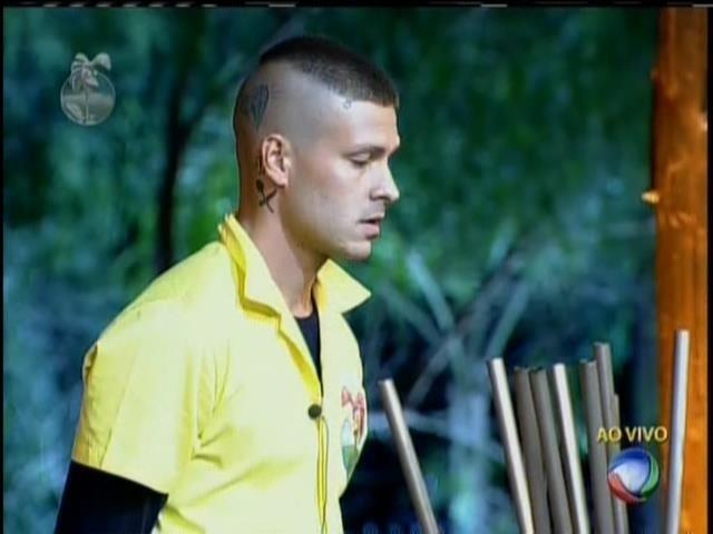 19.set.2013 - Mateus Verdelho escapa da Roça