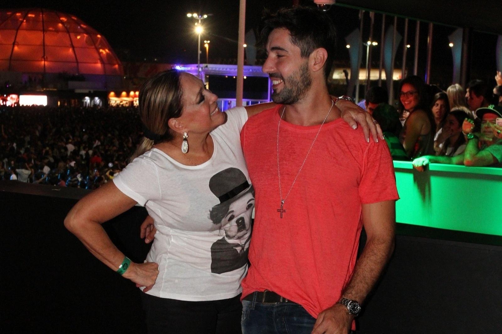 20.set.2013 - Susana Vieira foi acompanha por Sandro Pedroso ao 5º dia de shows do Rock in Rio