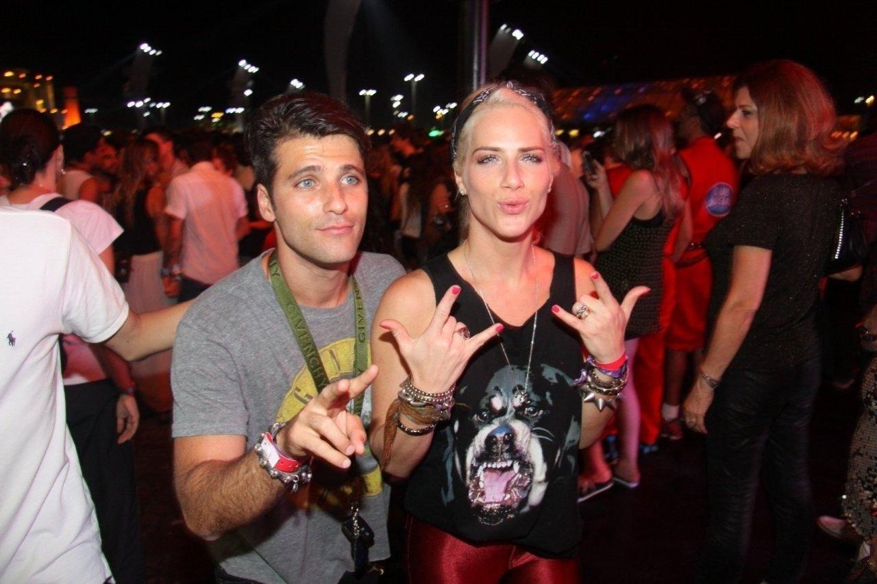 21.set.2013 - Bruno Gagliasso e Giovana Ewbank chegam atrasados para o show de John Mayer