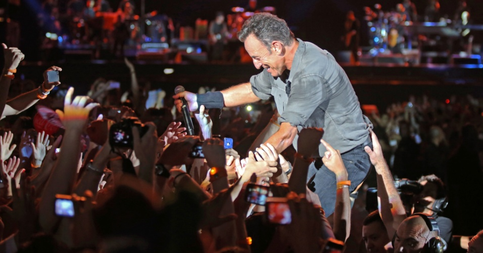 21.set.2013 - O cantor Bruce Springsteen se apresenta no Palco Mundo do Rock in Rio