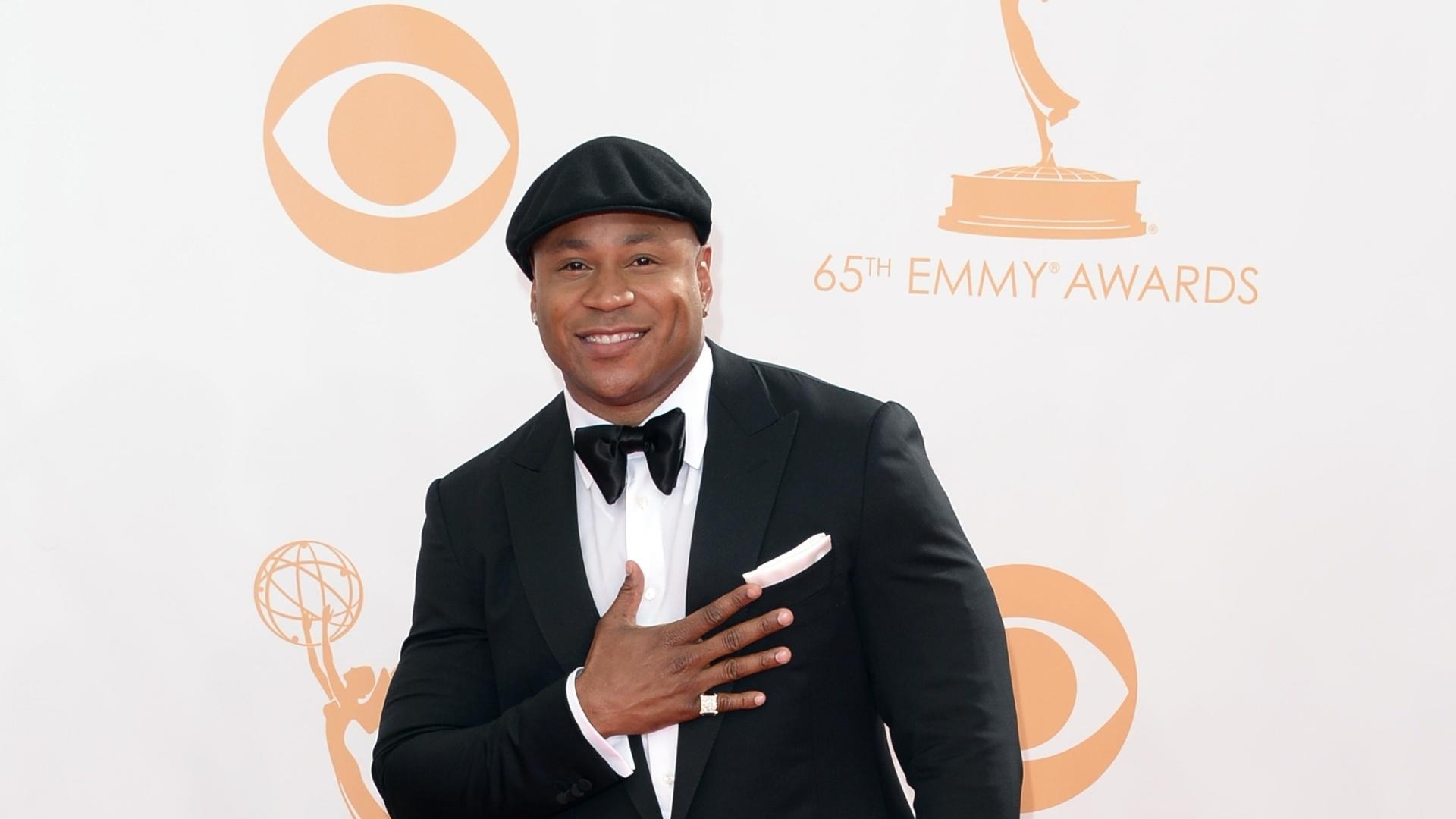 22.set.2013 - O ator LL Cool J faz pose ao passar pelo tapete vermelho do Emmy 2013