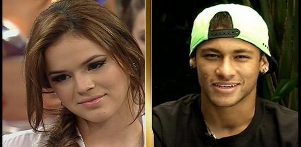 23.set.2013 - Neymar surpreende Bruna Marquezine no