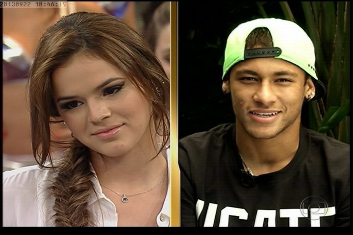 23.set.2013 - Neymar surpreende Bruna Marquezine no